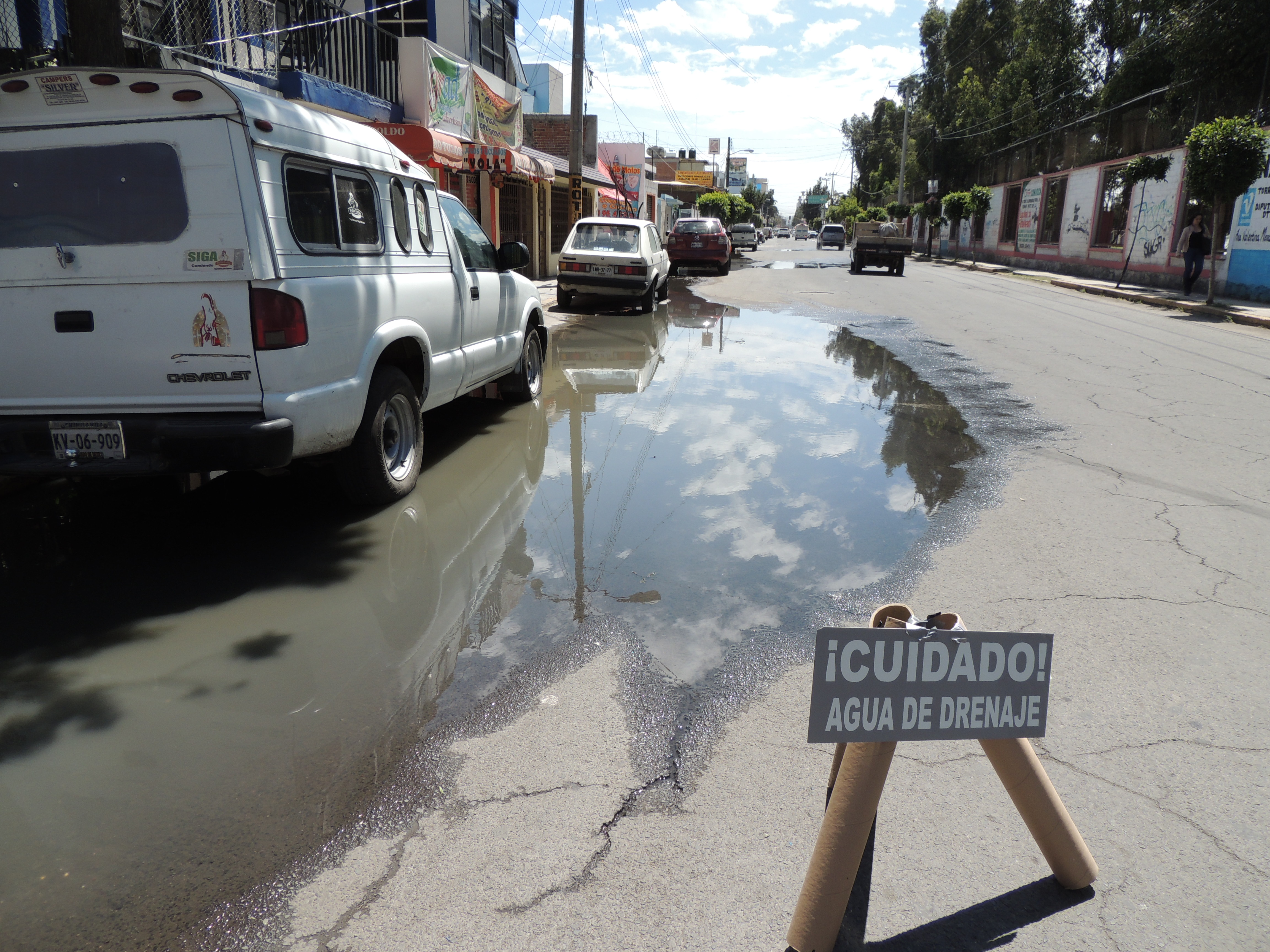 Se fuga agua pestilente de drenaje en texcoco reporteros for Fugas de agua madrid