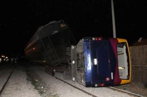 El autobús salió de cuatro caminos, pero se lo llevó el tren