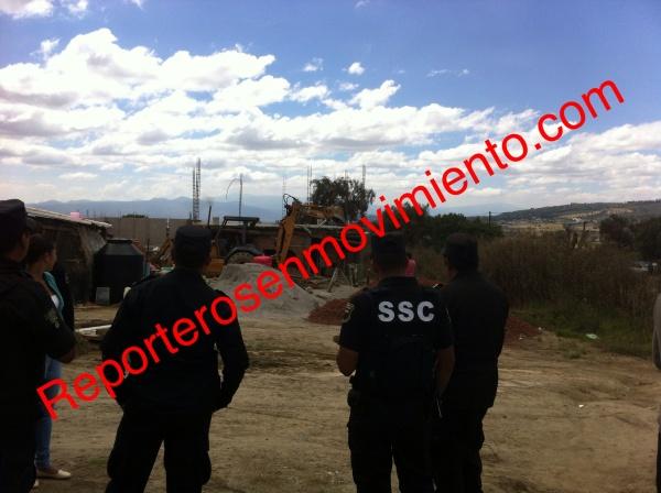 Desalojan a familias de predio irregular en Ixtapaluca