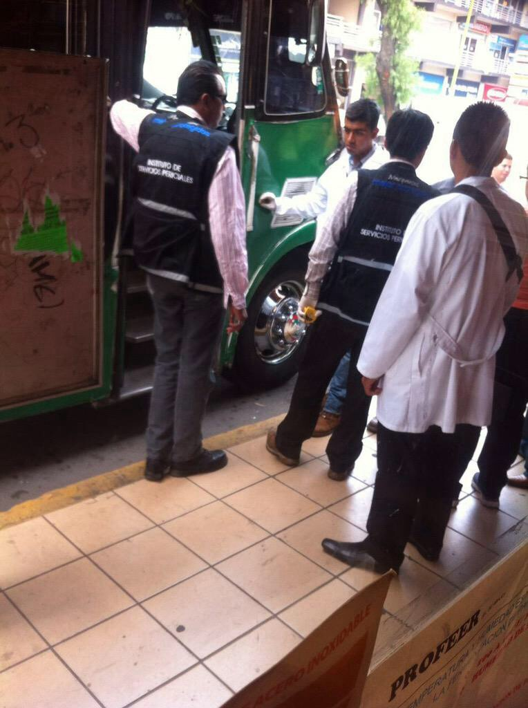 Pasajero mata a 2 presuntos asaltantes de autobús  Image36