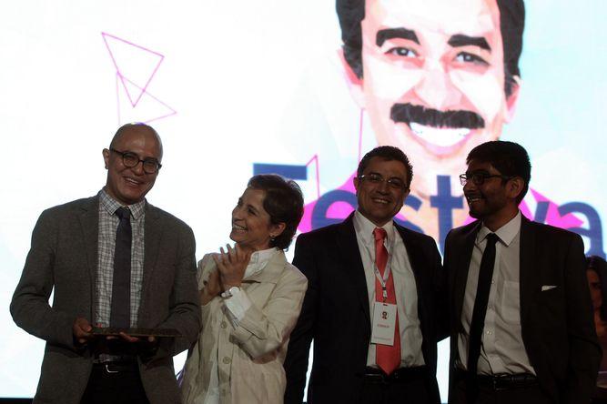 Carmen-Aristegui-despues-Premio-Periodismo_LPRIMA20151001_0195_33