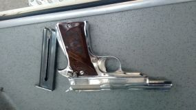 Arma de fuego calibre 22 y cargador