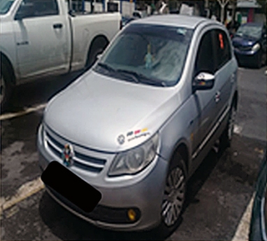 Vehículo Volkswagen Golf color gris